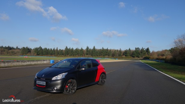 Peugeot-208-GTi-30th-6