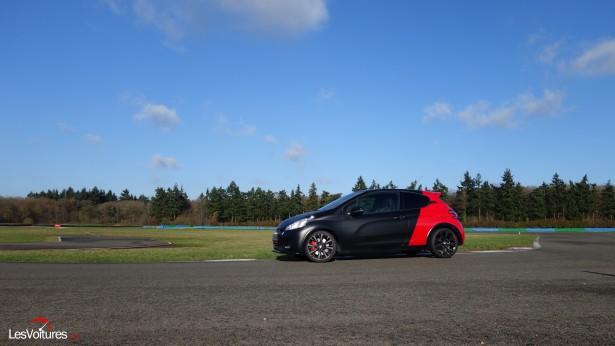 Peugeot-208-GTi-30th-9