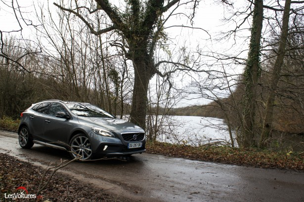 Volvo V40 Cross Country D4 Geartronic 8 : faire de son quotidien une aventure !