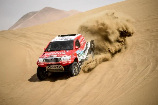 Dakar-2015-Giniel-de-Villiers-Toyota-Hilux-9