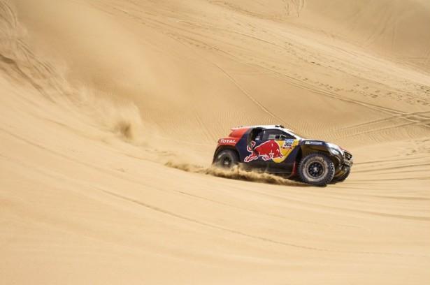 Dakar-2015-Stéphane-Peterhansel-Peugeot-2008-DKR-9
