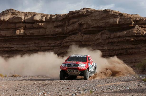 Giniel-de-Villiers-Toyota-Hilux-303-Dakar-2015