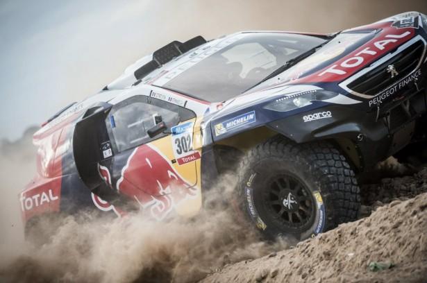 stephane-peterhansel-Dakar-2015-Peugeot-2008-DKR
