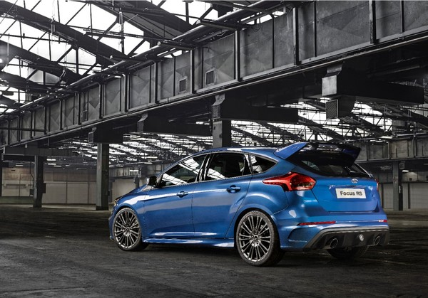 Ford-Focus-RS-2015-2