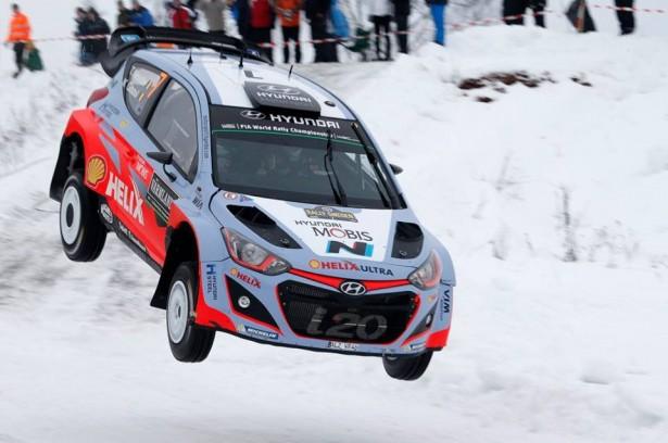 Hyundai-i20-Motorsport-wrc-swedish-rally-2015-Neuville-2