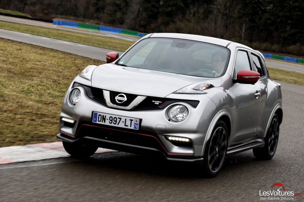 nissan juke nismo rs le crossover muscl l essai avec ga tan paletou les voitures. Black Bedroom Furniture Sets. Home Design Ideas