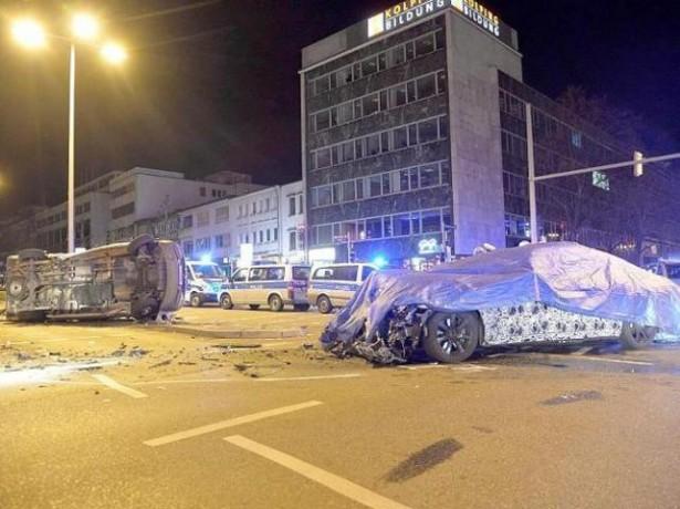 BMW : un prototype de la Série 7 s'explose contre un véhicule de polic...