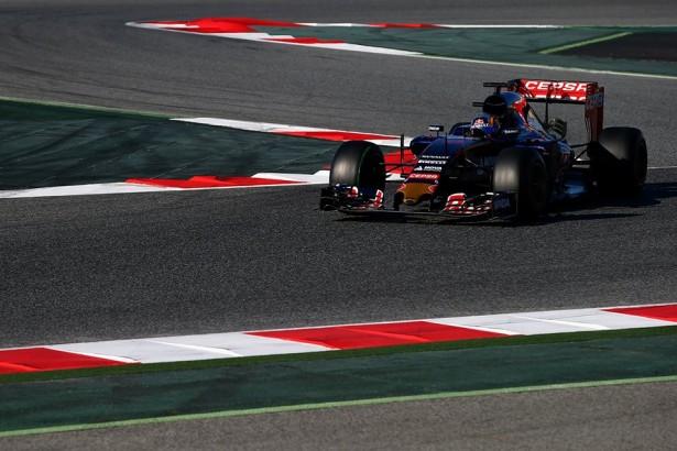 Toro-Rosso-Carlos-Sainz-F1-essais-Barcelone-2