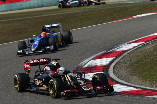Romain-Grosjean-Lotus-f1-team-chinese-grand-prix-2015