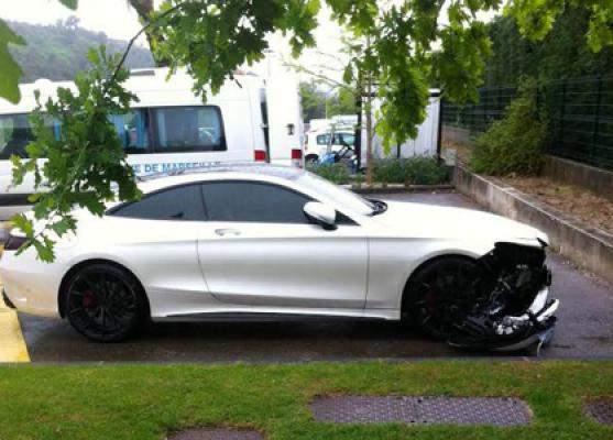 Mercedes : Mendy, joueur de l'OM frappe le poteau… avec sa voiture