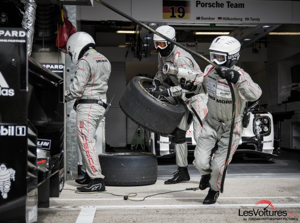 24-Heures-du-Mans-2015-Hours-of-le-test-day-journee-test-Porsche-mecaniciens-stand
