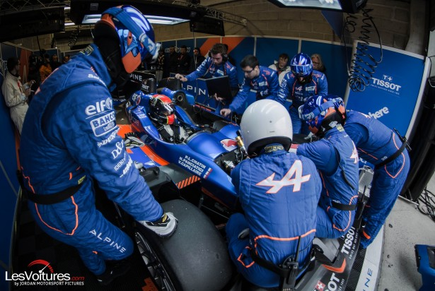 24-Heures-du-Mans-2015-Hours-of-le-test-day-journee-test-signatech-alpine-stand
