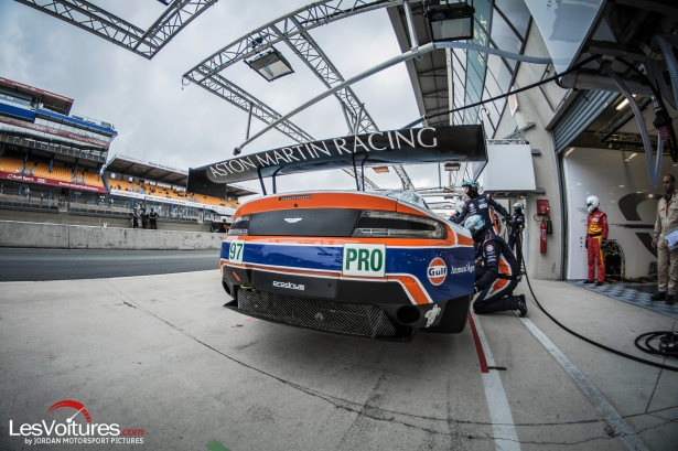 24-Hours-of-Le-Mans-Journee-Test-day-2015-aston-stand
