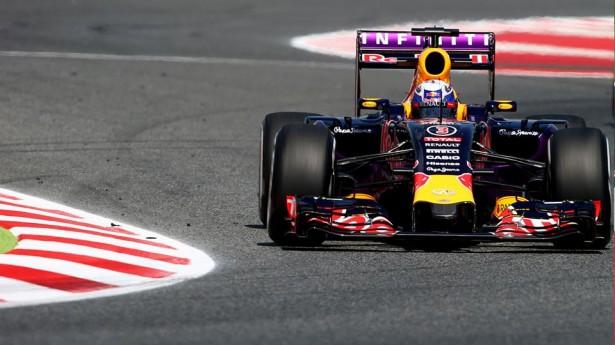 infiniti-red-bull-racing-barcelona-2015-2