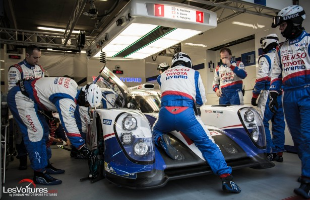 24-Heures-du-Mans-Test-day-2015-ts040-toyota-racing-stand