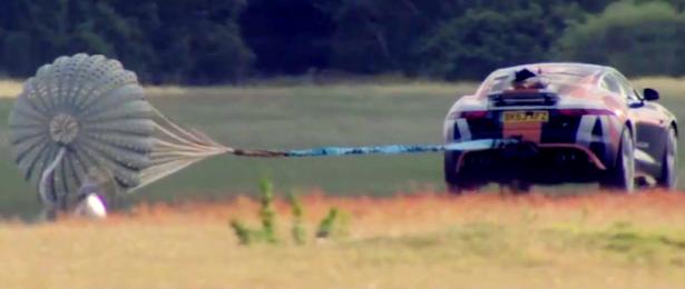 video-jaguar-f-type-bloodhound-parachute-test