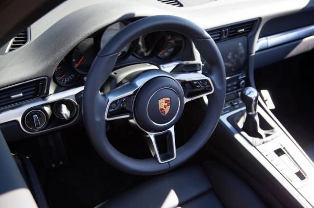 Porsche-911-facelift-2015-14