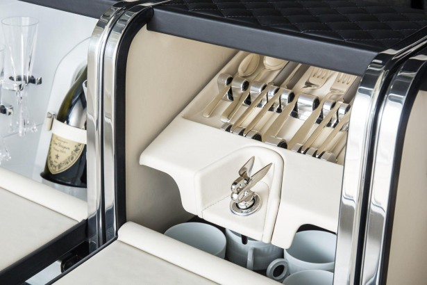 Bentley-Bentayga-2015-interior-2