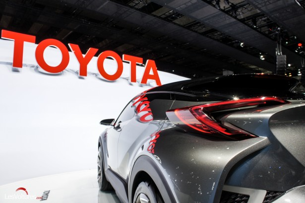 Francfort-2015-automobile-13-toyota-C-HR-Concept