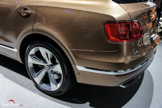 Salon-Francfort-2015-automobile-118-Bentley-Bentayga