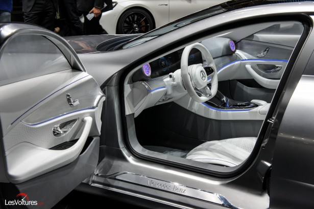 mercedes benz concept iaa la fl che d 39 argent en mode transformers les voitures. Black Bedroom Furniture Sets. Home Design Ideas