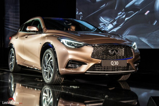 Salon-Francfort-2015-automobile-Infiniti-q30-1