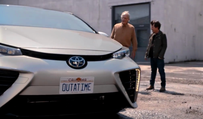 video-toyota-mirai-back-ti-the-future