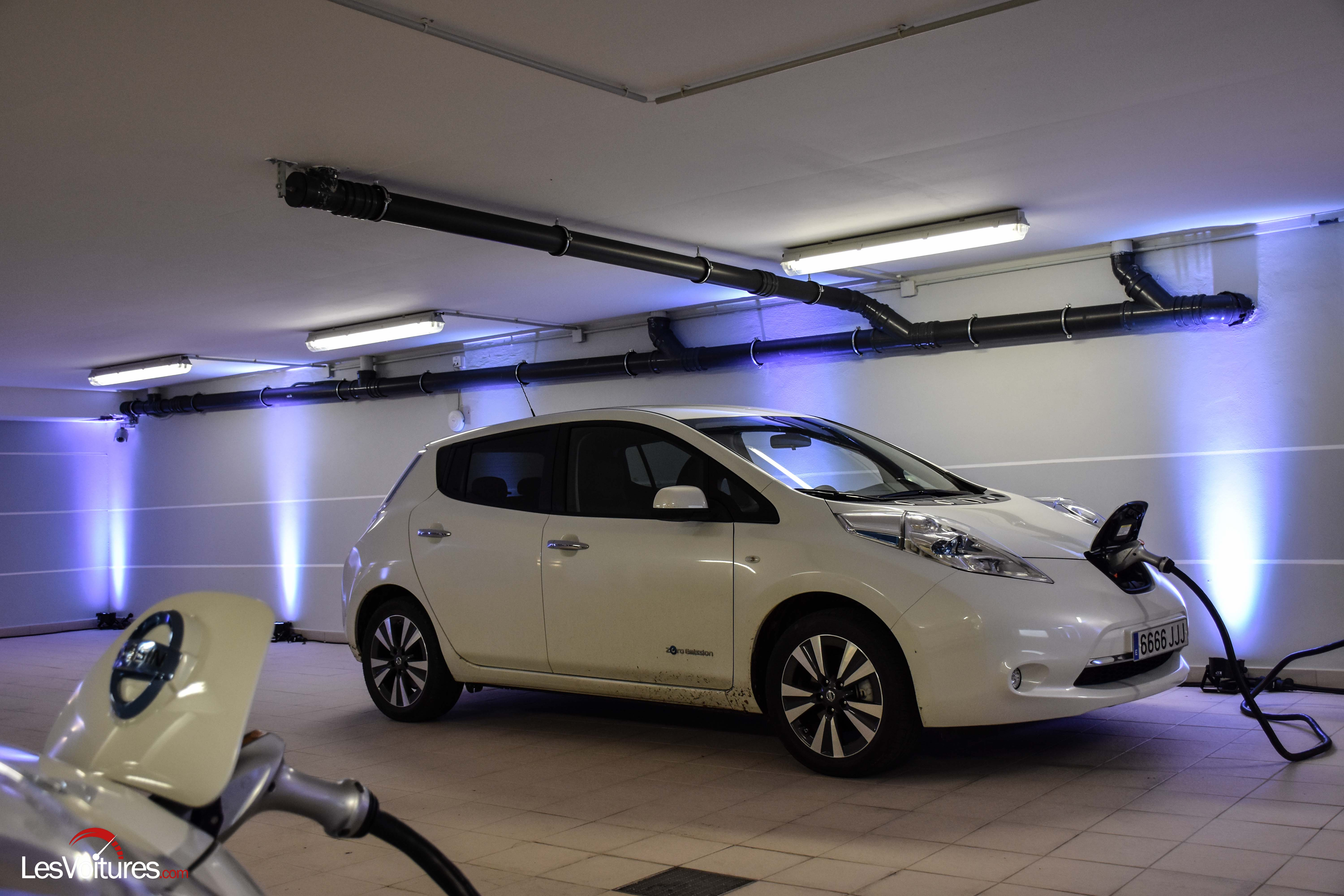 nissan leaf electrique 10 les voitures. Black Bedroom Furniture Sets. Home Design Ideas