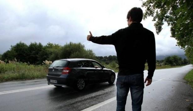 Auto-stop : sans permis, il prend en stop un policier et se fait une l...