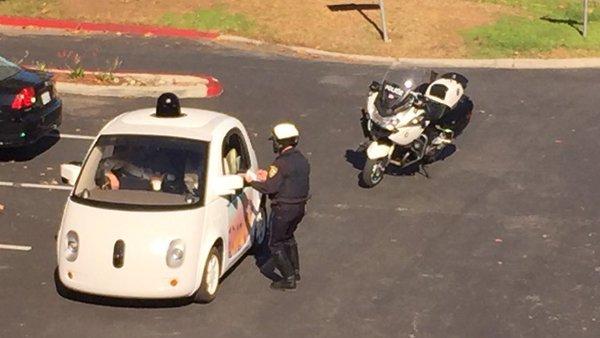 Google Car : arrêtée par la police pour excès de lenteur