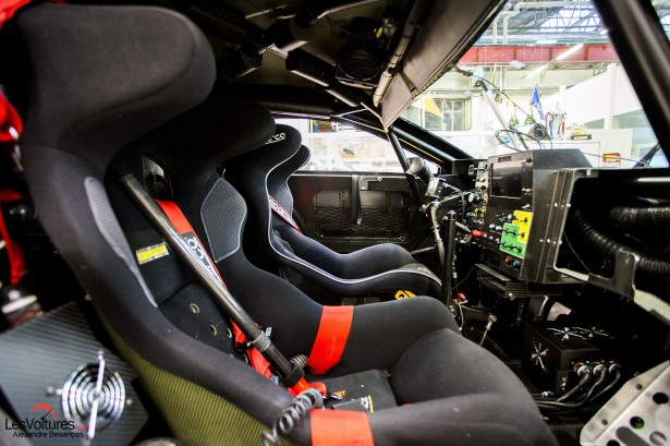 Peugeot-2008DKR16-Dakar-baquet
