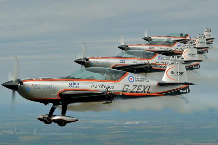 Aston-Martin-V8 Vantage-S-Blades-Edition-planes