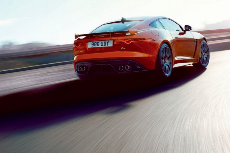 Jaguar-F-Type-SVR-2016-2