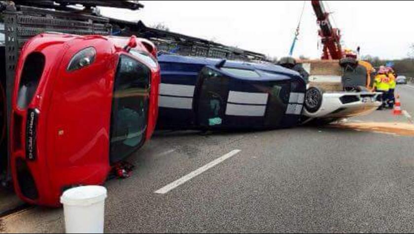 accident 9 supercars au sol sur l a12 les voitures. Black Bedroom Furniture Sets. Home Design Ideas