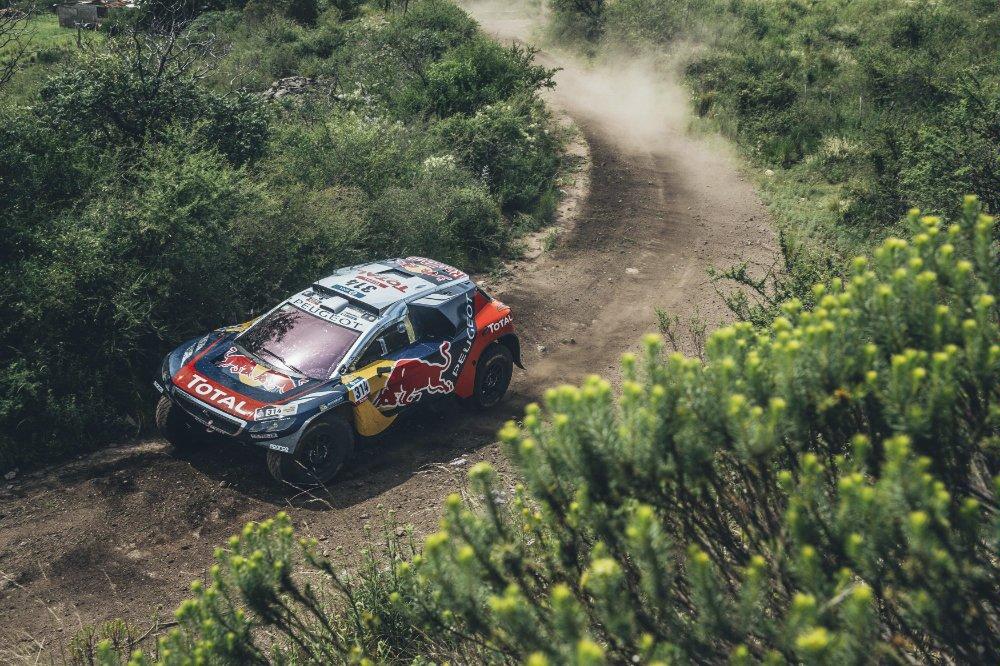 sebastien-loeb-dakar-2016-Peugeot-2008-DKR