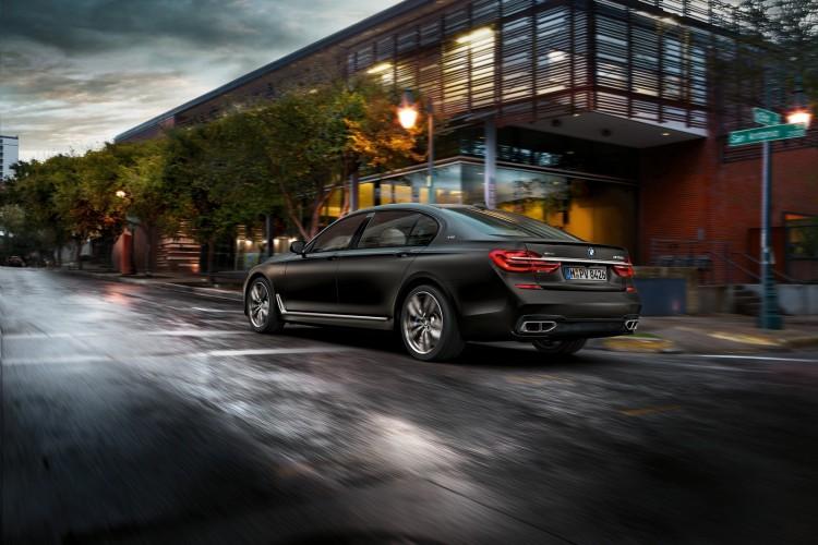 BMW-M760i-xDrive-2017-2016-9