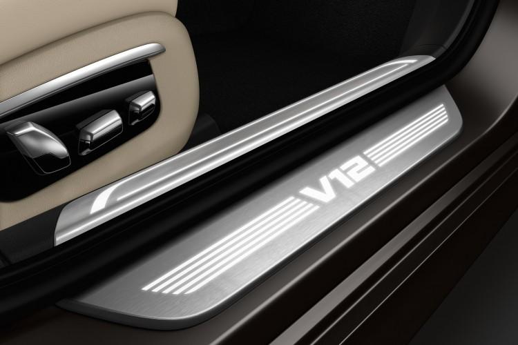 BMW-M760i-xDrive-2017