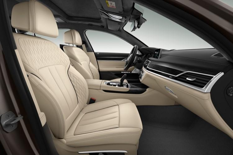 BMW-M760i-xDrive-2017-interior-3