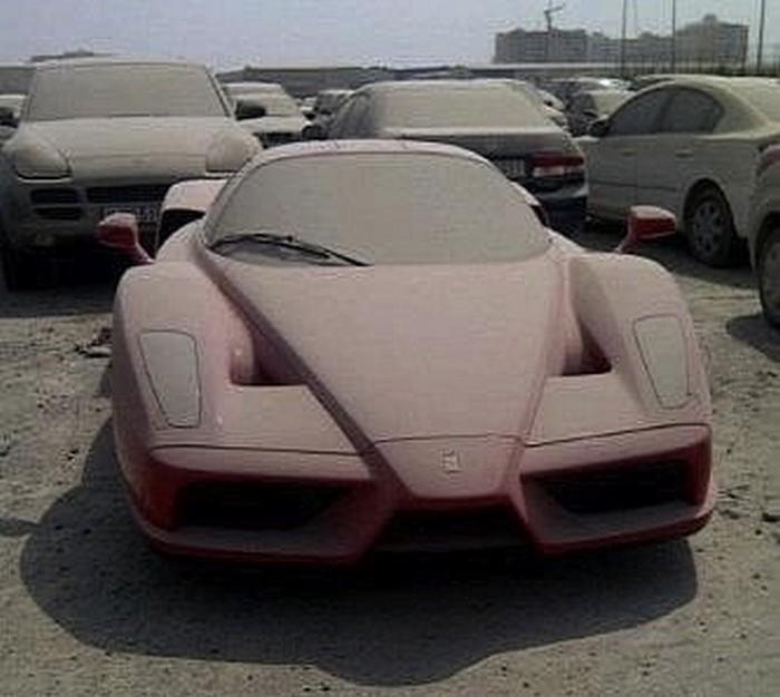 Ferrari-Enzo-Dubai-abandon-2012