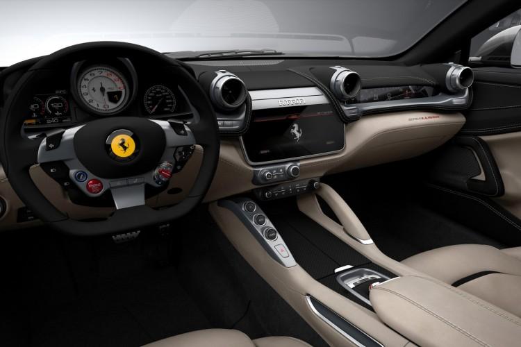 Ferrari-GTC4Lusso-2016-3