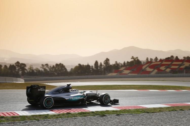 Mercedes-F1-Barcelona-2016-test-4