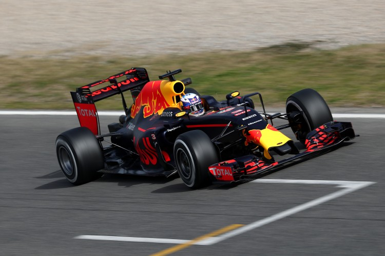 MONTMELO, SPAIN - FEBRUARY 22: Daniel Ricciardo of Australia and Red Bull Racing drives during day one of F1 winter testing at Circuit de Catalunya on February 22, 2016 in Montmelo, Spain. (Photo by Clive Mason/Getty Images)