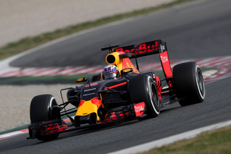 MONTMELO, SPAIN - FEBRUARY 22: Daniel Ricciardo of Australia and Red Bull Racing drives during day one of F1 winter testing at Circuit de Catalunya on February 22, 2016 in Montmelo, Spain. (Photo by Mark Thompson/Getty Images)
