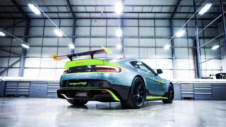 Aston-Martin-Vantage GT8-2016-10