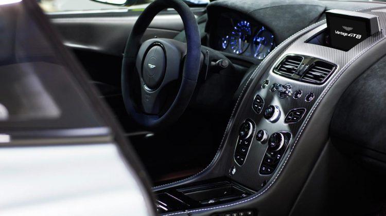 Aston-Martin-Vantage GT8-2016-4