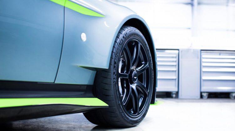 Aston-Martin-Vantage GT8-2016-9
