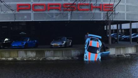 Porsche-911-gt3-rs-water