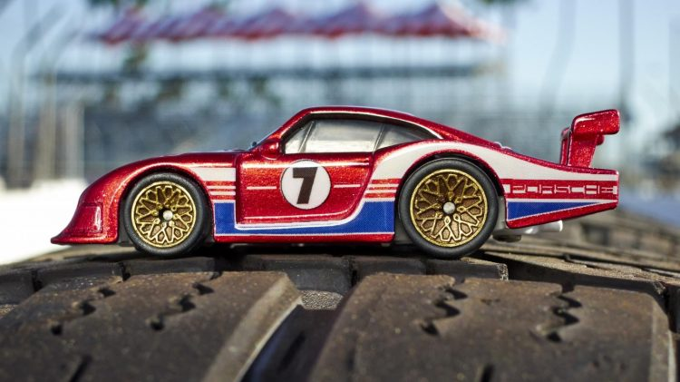 hot-wheels-magnus-walker-porsche-2