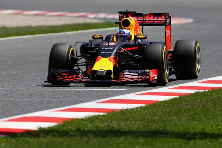 MONTMELO, SPAIN - MAY 14: Daniel Ricciardo of Australia driving the (3) Red Bull Racing Red Bull-TAG Heuer RB12 TAG Heuer on track during qualifying for the Spanish Formula One Grand Prix at Circuit de Catalunya on May 14, 2016 in Montmelo, Spain. (Photo by Clive Mason/Getty Images)