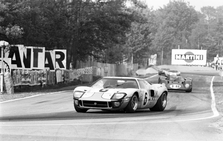 FordGT_Heritage_1969_LeMansWinningGT40InAction